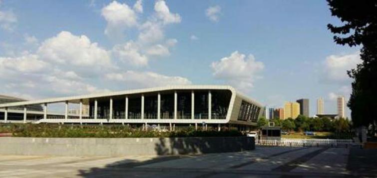武汉市洪山区文体中心游泳馆